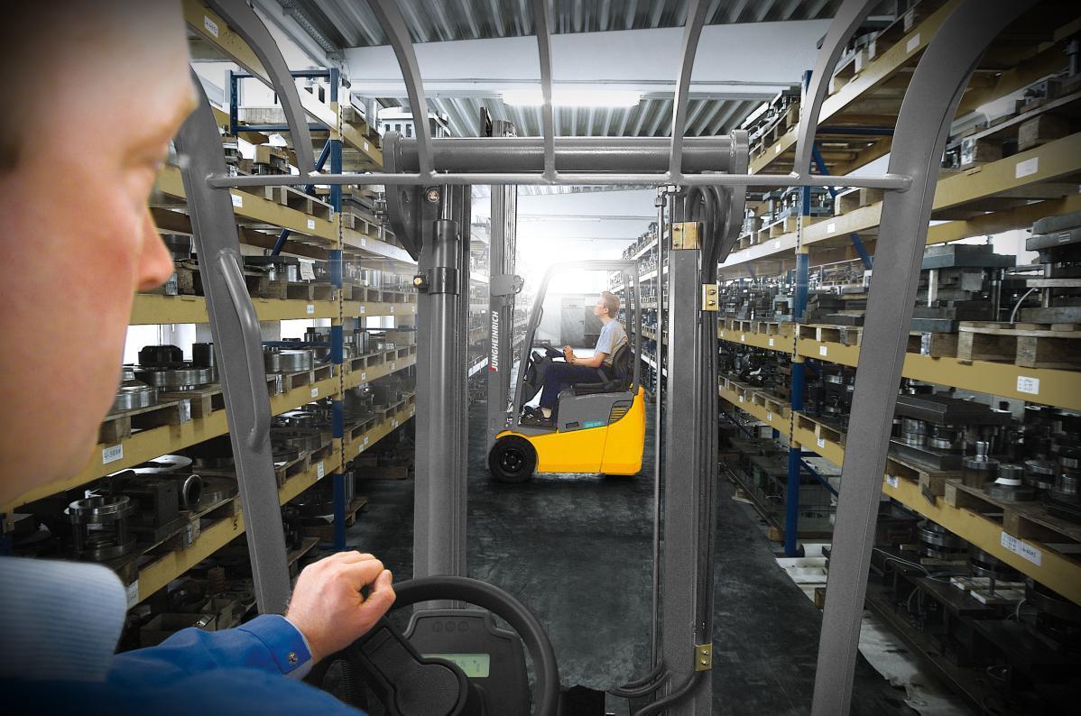 Na czym polega praca operatora wózków widłowych - Get-A-Truck.pl