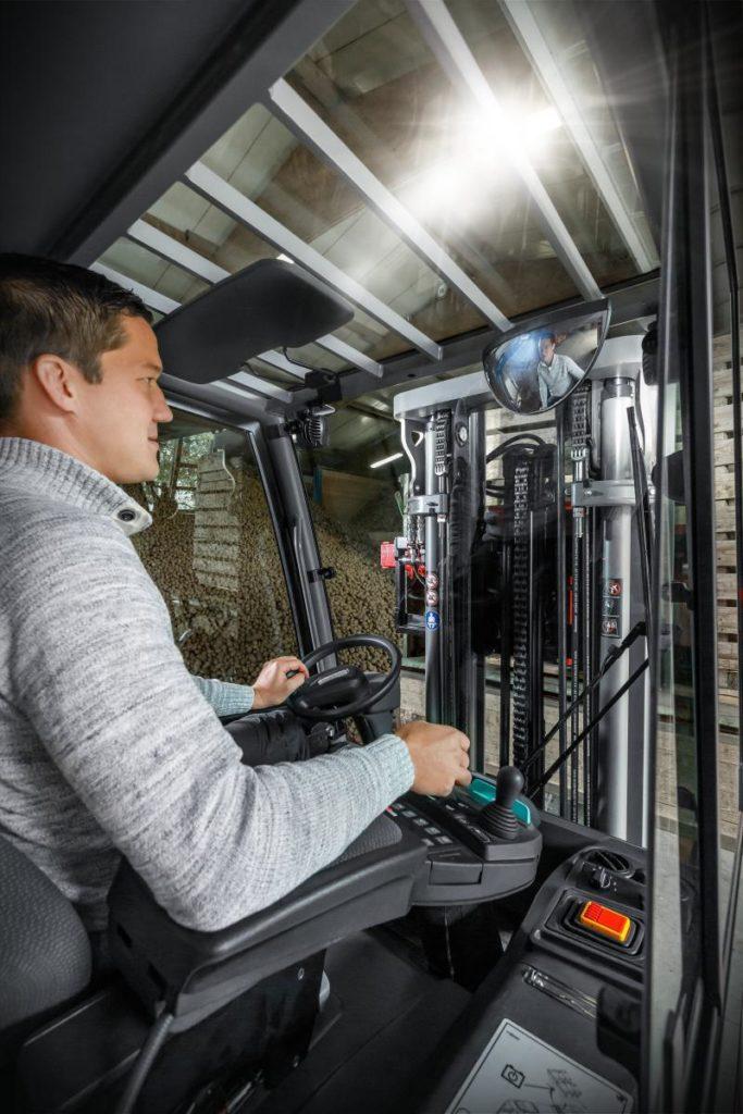 Praca operatora wózka widłowego - naczym polega? Get-A-Truck.pl
