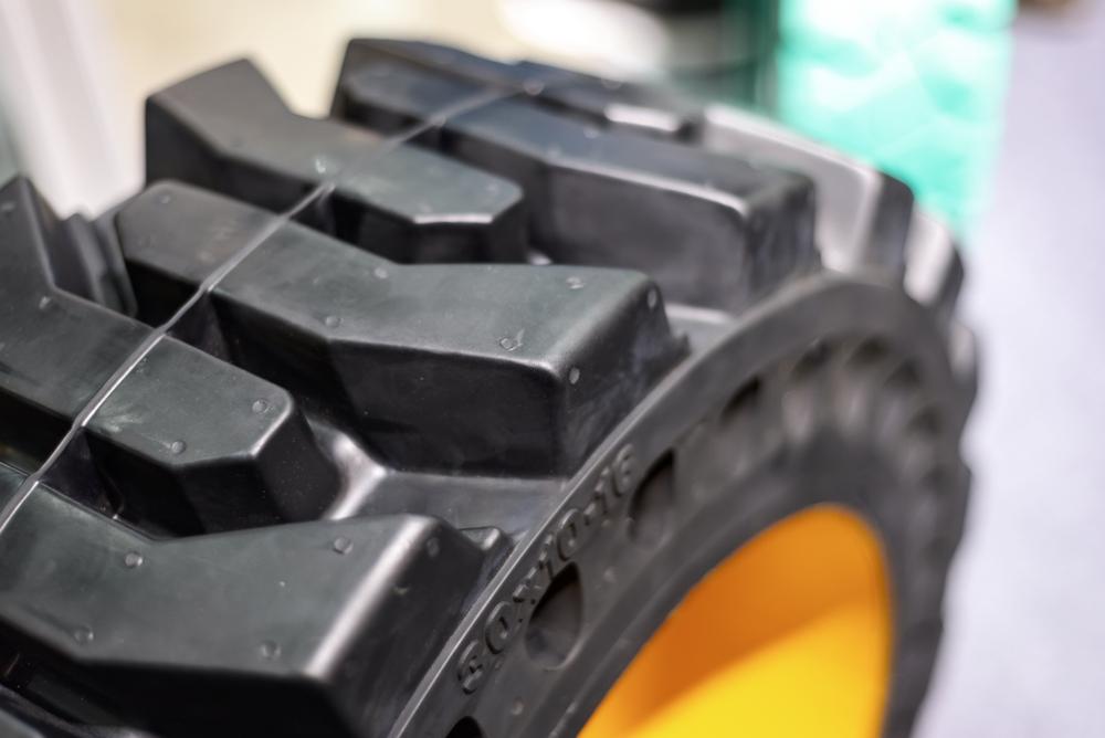 Jak wybrac opony do wózków widłowych? Get-a-Truck
