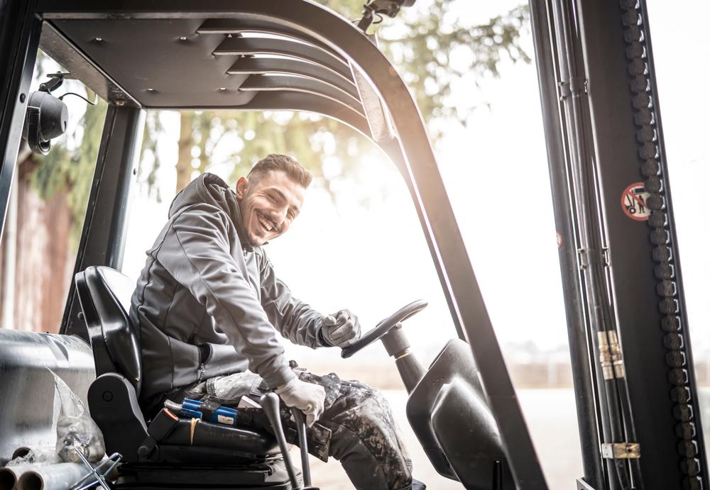 Praca operatora wózka widłowego - na czym polega | Get-a-truck.pl