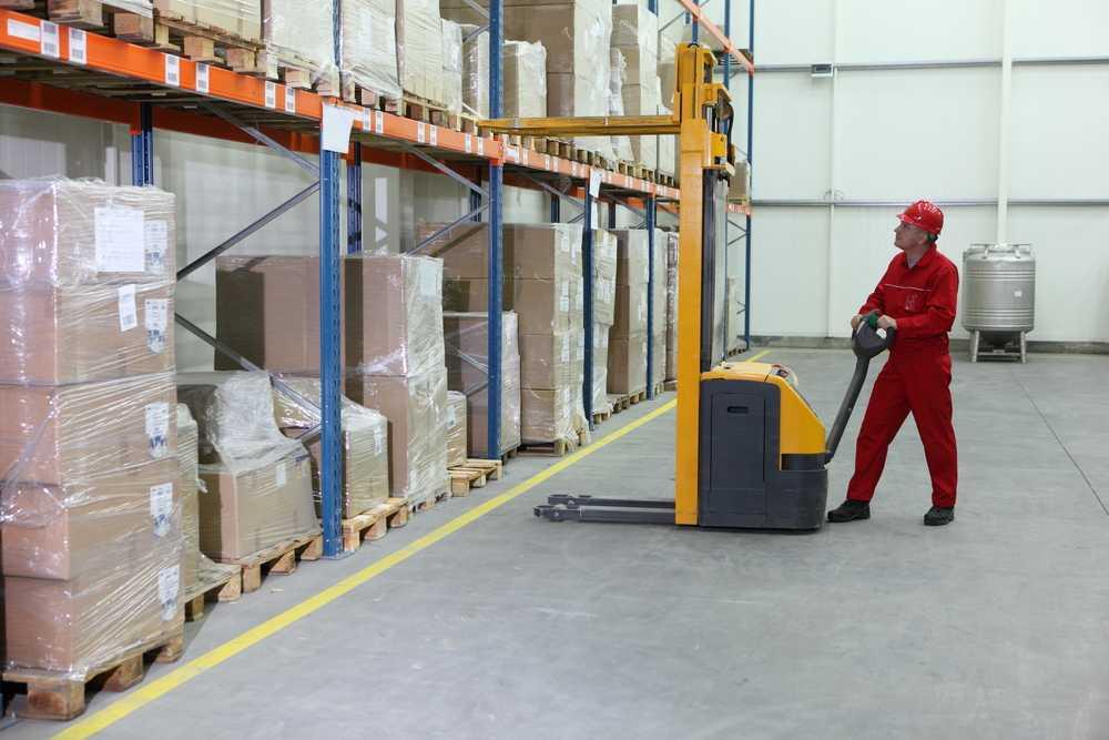Wyposażenie magazynu - akumulatorowe wózki widłowe z dyszlem - get-a-truck.pl